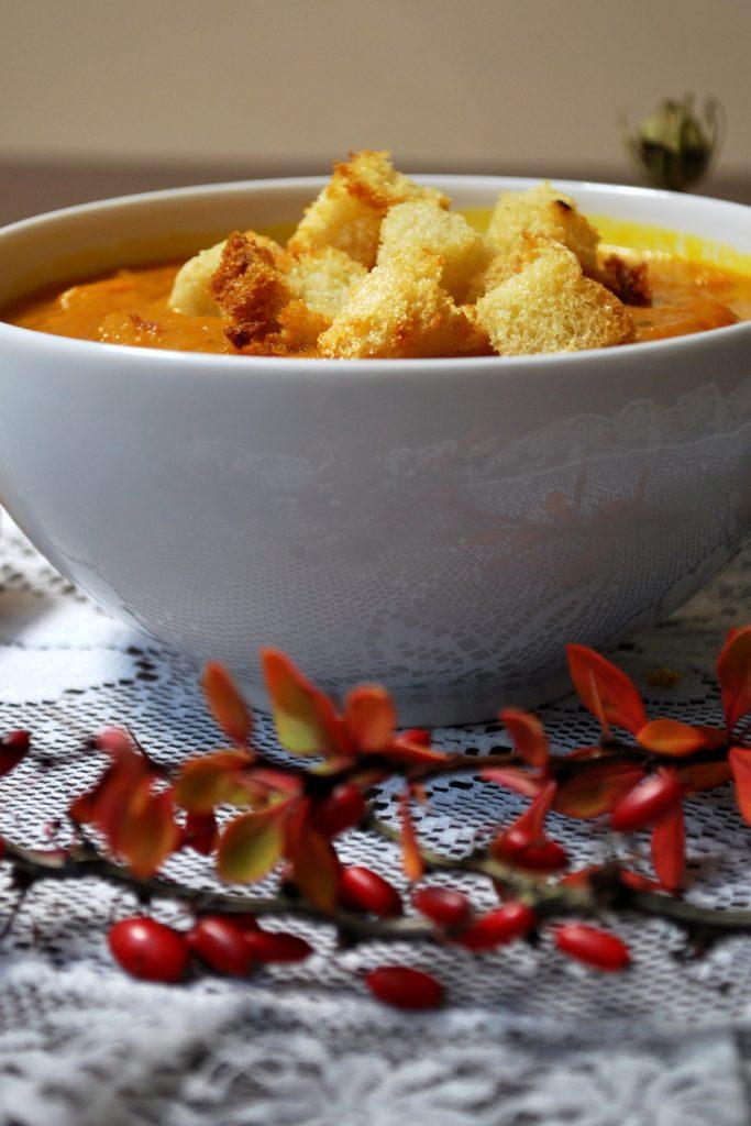 Rozgrzewająca zupa krem z dyni hokkaido