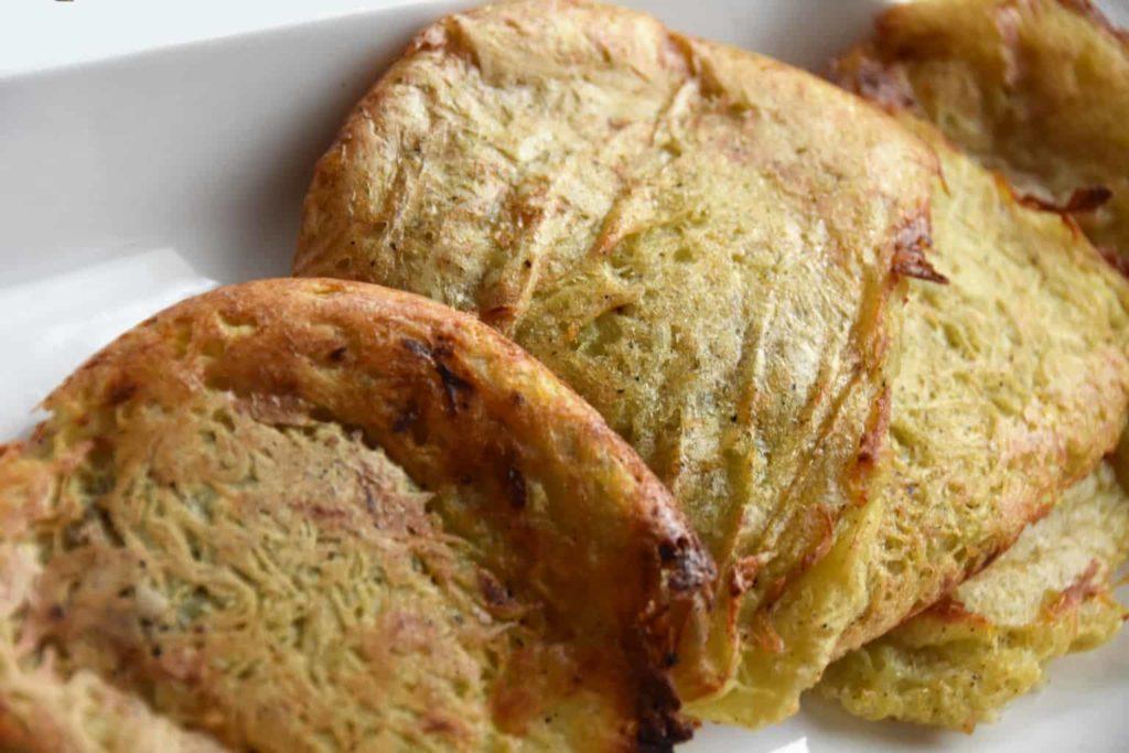 Najlepsze złociste placki ziemniaczane z piekarnika