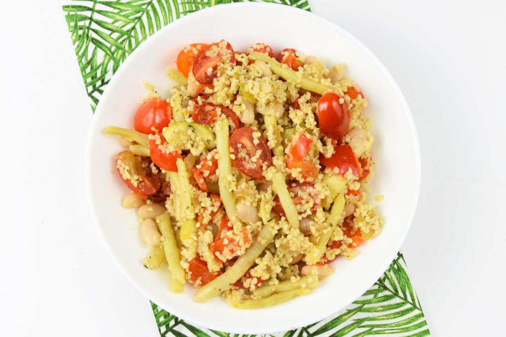 Kasza jaglana z fasolką szparagową i pomidorkami